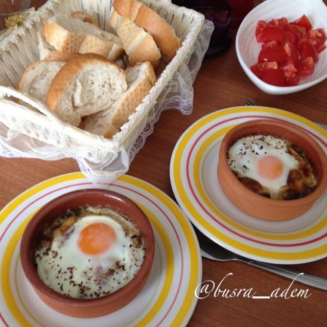Etiket ekmek içinde yumurta pişirme yöntemi